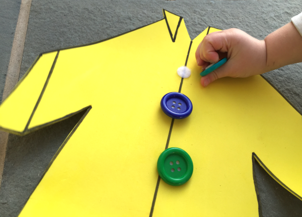 Groovy Buttons Busy Bag: FUN Pete the Cat Activity!