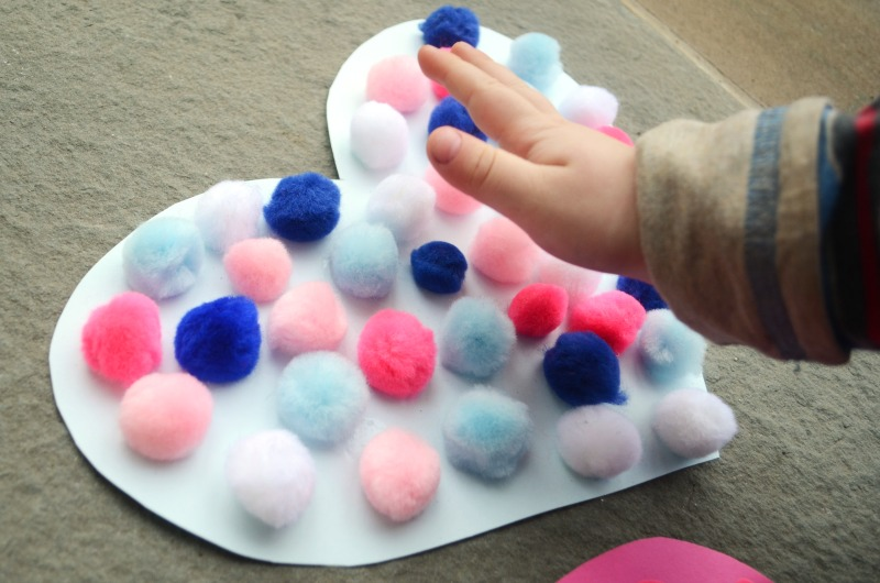 Touch and feel hearts - a simple Valentine's Day sensory activity!