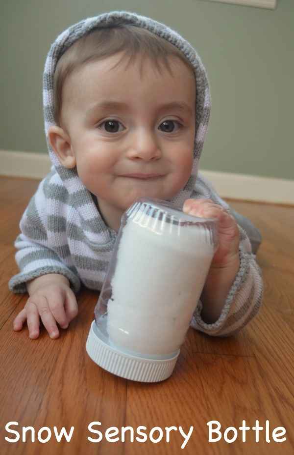 Snow sensory bottle for babies! Fun discovery bottle for winter!