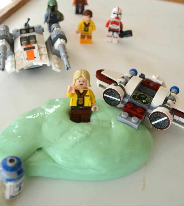 Play with LEGO Star Wars putty