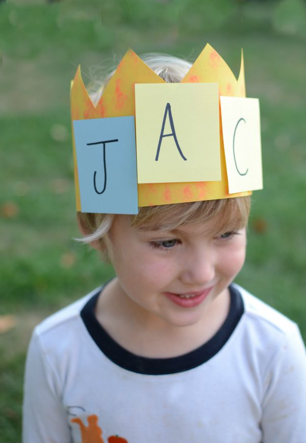 Name activity and craft for kids - make a name crown! Kids love games that use their names!
