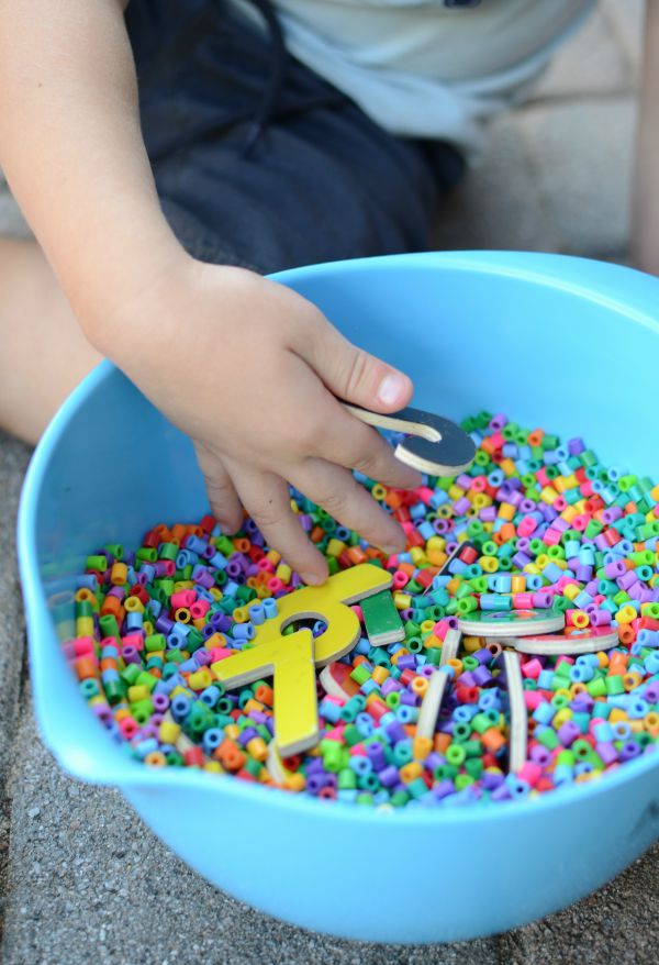 Sensory fun with number practice! Great for kids learning their numbers. And fun to pair with Chicka Chicka 1, 2, 3!
