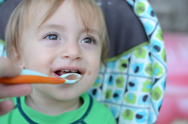 Tips for feeding baby solid foods