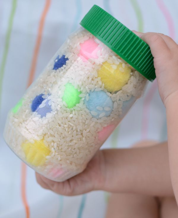 Make your own Color Sensory Bottle! This discovery bottle is a cute rainbow activity for babies and toddlers!