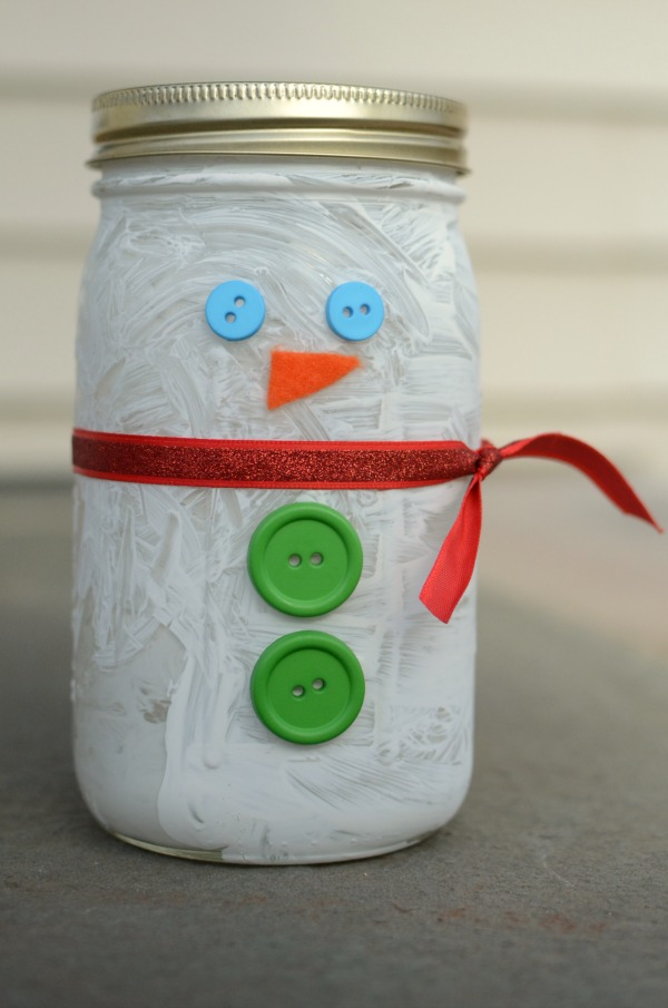 Adorable snowman craft for kids! Easy to make and fun as a keepsake or a homemade gift!