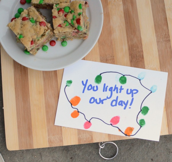 Spread holiday cookie cheer - oatmeal bars and a cute kid-made gift tag!